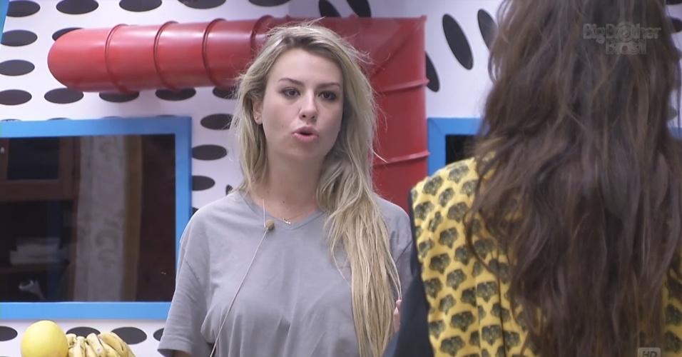 5.mar,2013 - Fernanda e Kamilla discutem devido à prova da discórdia