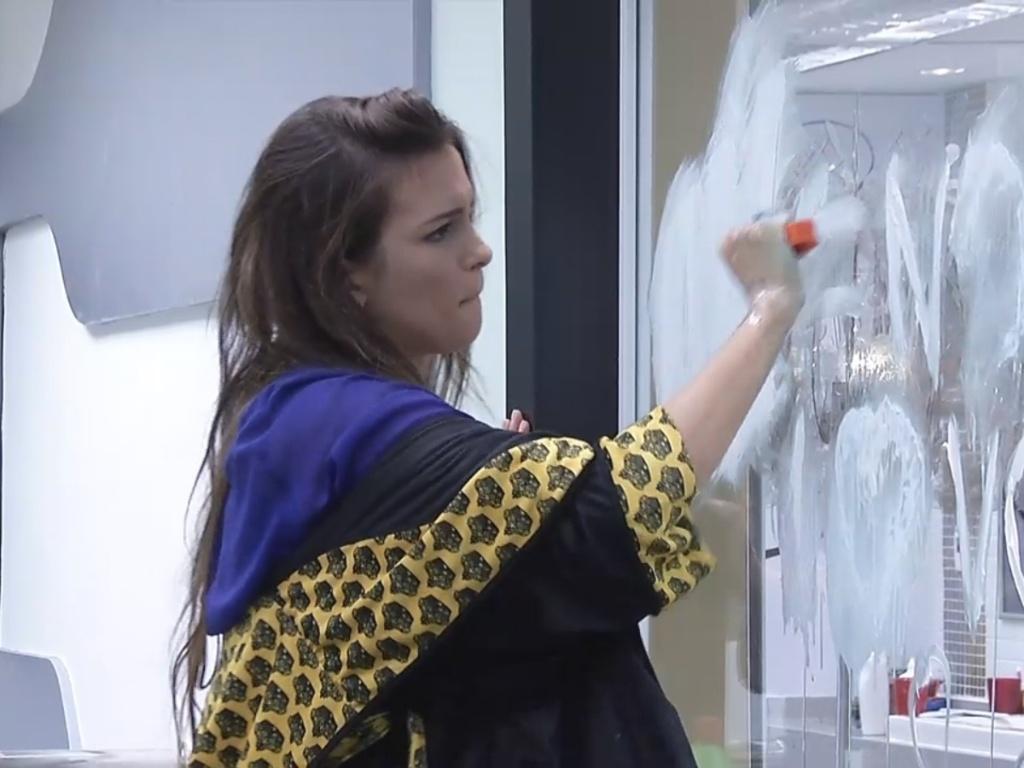 5.mar.2013 - Kamilla apaga mensagem deixada por Fernanda.
