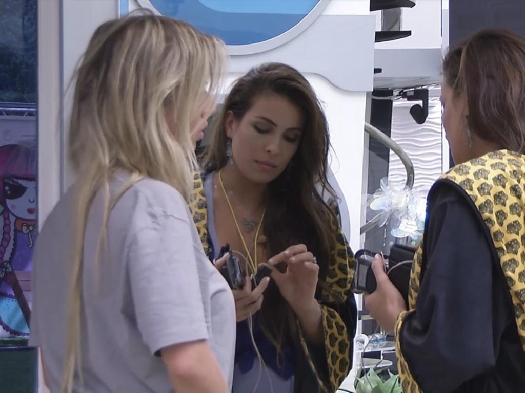 5.mar.2013 - Kamilla e Fernanda discutem logo cedo devido ao jogo da discórdia
