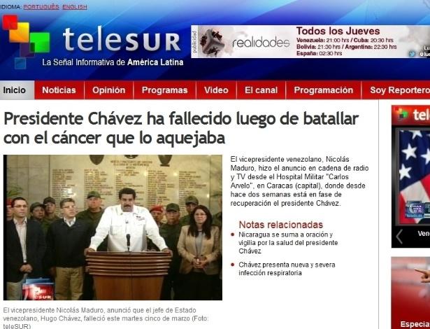 5.mar.2013 - O canal de televisão Telesur dá a notícia da morte do presidente venezuelano, Hugo Chávez, 58, nesta terça-feira, vítima de um câncer na região pélvica, com o qual convivia há cerca de um ano e meio