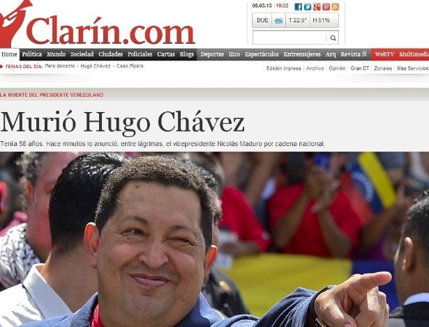 """5.mar.2013 - O jornal argentino """"El Clarín"""" destaca a morte do presidente venezuelano, Hugo Chávez, 58, nesta terça-feira, vítima de um câncer na região pélvica, com o qual convivia há cerca de um ano e meio. A notícia destaca o pronunciamento emocionado do vice-presidente da Venezuela, Nicolás Maduro, que chamou Chávez de """"mestre, pai e chefe supremo"""""""