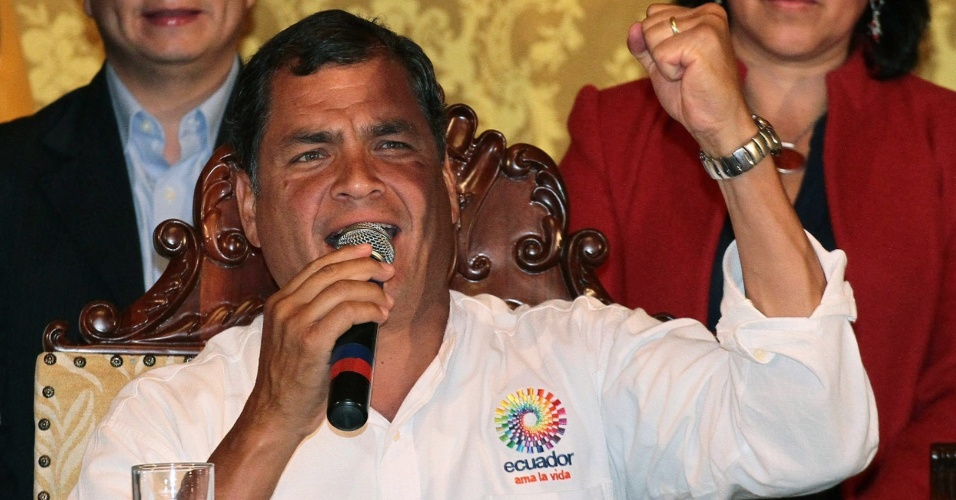 5.mar.2013 - O presidente do Equador, Rafael Correa, fez um discurso oferecendo condolências aos venezuelanos depois de saber da morte do presidente da Venezuela, Hugo Chávez, nesta terça-feira. Chávez morreu hoje aos 58 anos, vítima de um câncer com o qual convivia há um ano e meio