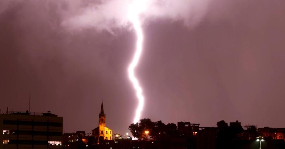 5.mar.2013 - Tempestade de raios atinge o Rio de Janeiro
