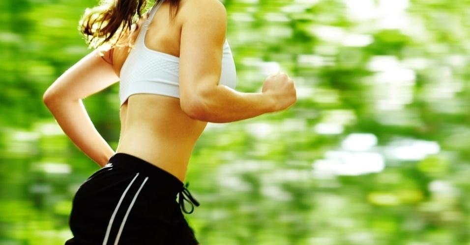 exercicio-corrida-caminhada-correr-caminhar-ar-livre-parque-verde-boa-forma-ginastica-mulher-saudavel-1362496814825_956x500.jpg (956×500)