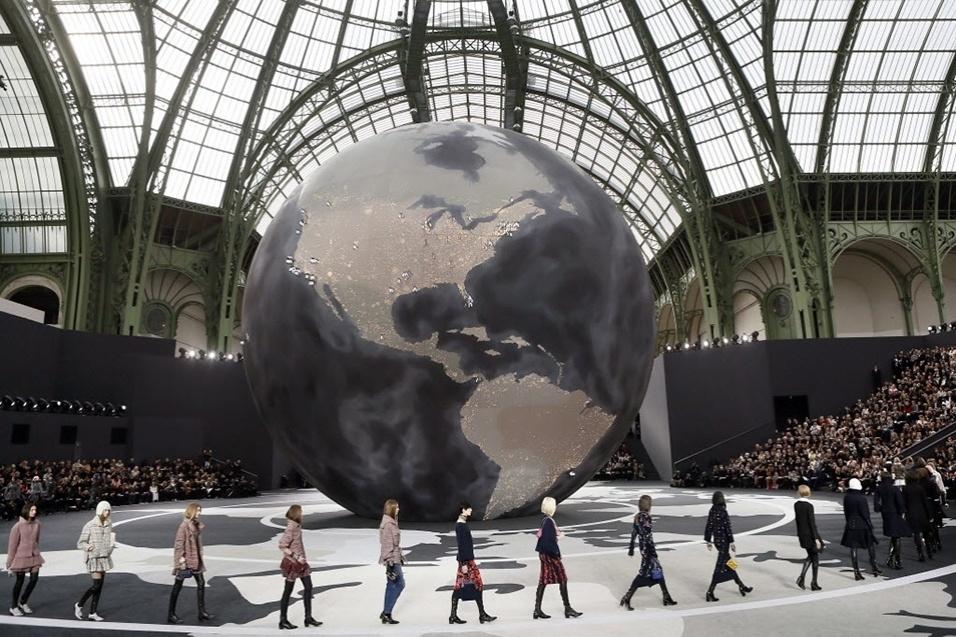 Modelos ao fim do desfile da Chanel para o Inverno 2013 durante a semana de moda de Paris (05/03/2013)