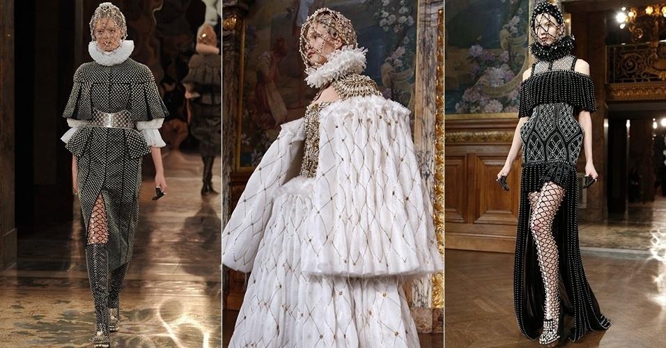 Modelos apresentam looks de Alexander McQueen para o Inverno 2013 durante a semana de moda de Paris (05/03/2013)