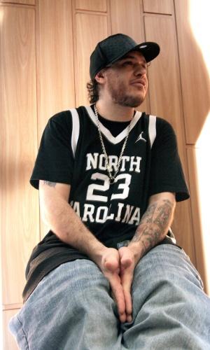 25.abril.2006 - Chorão durante entrevista na sua própria pista de skate, em Santos