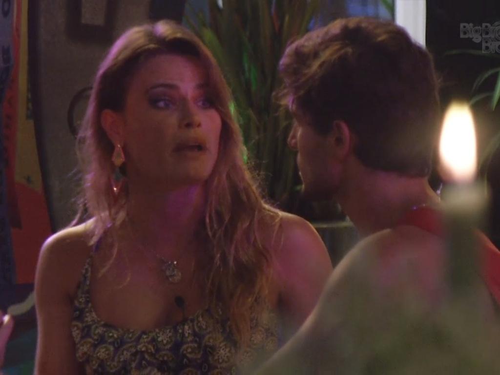 6.mar.2013 - André explica para Natália seu veto.