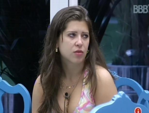 """6.mar.2013 - Andressa conversa com Natália e André sobre os próximos paredões do """"BBB13"""""""