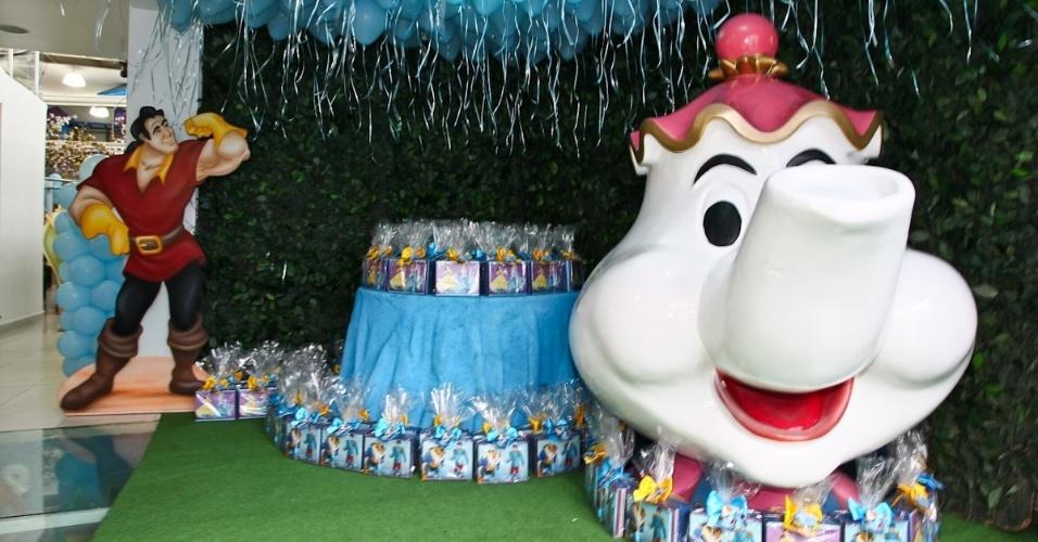 6.mar.2013 - Detalhe da decoração da festa de aniversário de Helena e Isabella, filhas do sertanejo Luciano, que teve como tema princesas da Disney