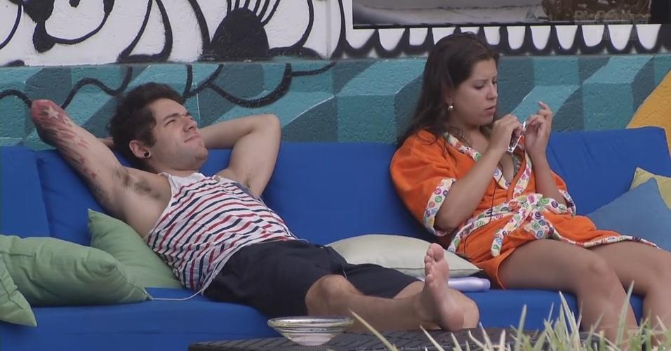 6.mar.2013 - Nasser diz para Andressa que gostaria de um show de Carlinhos Brown