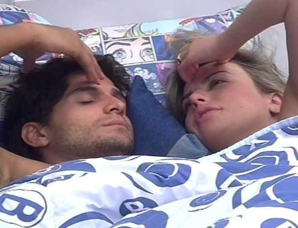 6.mar.2013 - No quarto Brechó, Fernanda e André conversam em possíveis nomes a serem vetados da prova do líder