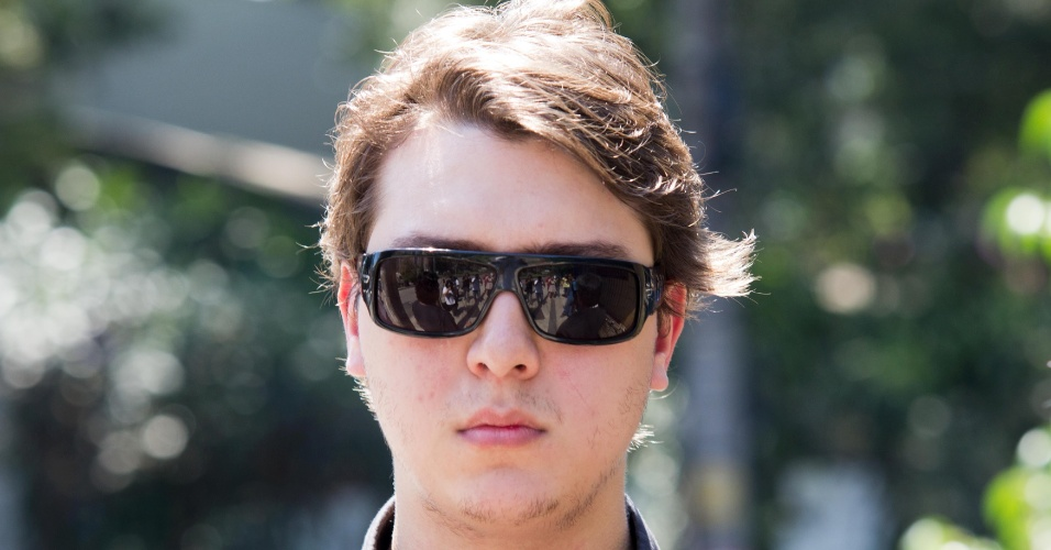 6.mar.2013 - O fillho de Chorão, Alexandre, chega ao IML em São Paulo para identificar e liberar o corpo do pai