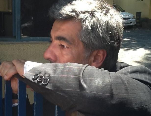 6.mar.2013 - Reginaldo Lima, ex-cunhado de Chorão, esteve no IML em busca de informações. Muito emocionado, o tio do filho de Chorão afirmou que não vai especular as causas da morte