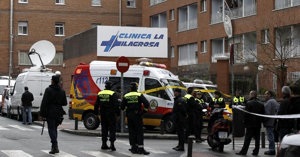 6.mar.2013 - Um incêndio atingiu na manhã desta quarta (6) uma clínica médica em Madri, na Espanha, onde se encontra internado o rei Juan Carlos, que se recupera de uma operação de hérnia de disco. O incêndio começou na parte onde se armazena oxigênio, na planta baixa do prédio