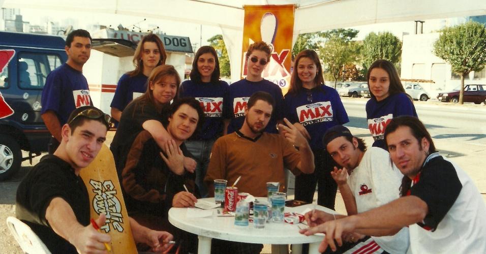 Banda com formação original no primeiro evento de divulgação do álbum de estreia em 1997
