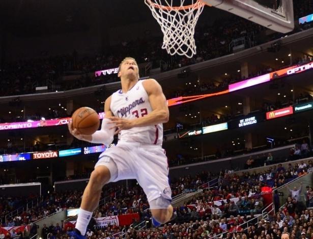 06.mar.2013 - Blake Griffin faz pose para subir para uma cravada na vitória dos Clippers sobre os Bucks