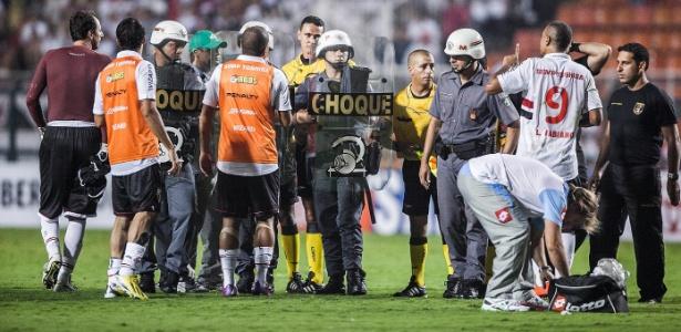 Expulso contra o Arsenal, Luís Fabiano foi principal alvo de protestos