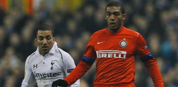 Zagueiro Juan começou como titular na Inter, mas foi substituído logo no intervalo
