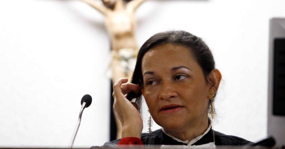 7.mar.2013 - Juiza Marixa Fabiane durante julgamento do ex-goleiro Bruno Fernandes de Souza, no Fórum Pedro Aleixo, em Contagem (MG)
