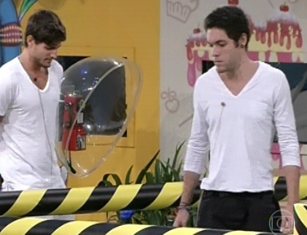 7.mar.2013 - Nasser e André são os únicos rapazes na casa e na prova do líder