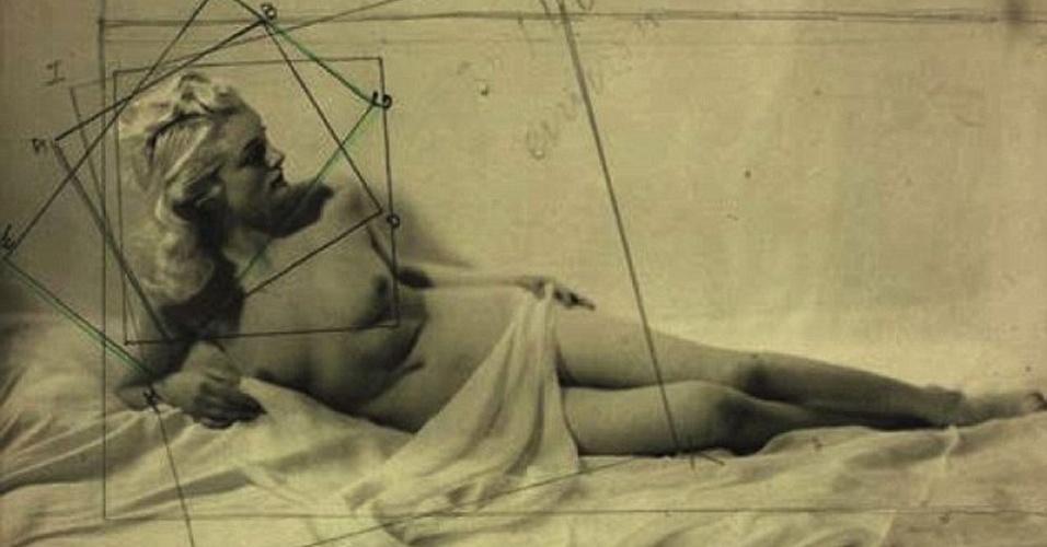 Imagens ''ofensivas'' - Uma foto de um nu feita por Laure Albin Guillot (1879-1962) e publicada na página no Facebook do museu Jeu de Paume, em Paris (França), fez com que a rede social bloqueasse por 24 horas o acesso ao conteúdo. Em seguida, a imagem, que mostra uma mulher, foi apagada da página pelo Facebook. Ela havia sido postada pelo museu para promover uma exposição recém-aberta