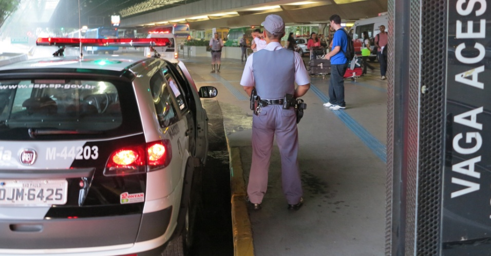 Polícia Militar reforçou acesso ao aeroporto de Cumbica para evitar confusão na chegada do elenco do Palmeiras