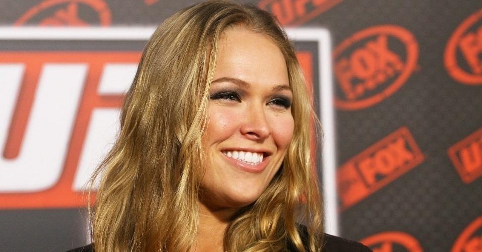 Ronda Rousey ? primeira campeã do UFC e uma das primeiras mulheres a assinar com a franquia. Com o contrato, Ronda abre espaço para as mulheres na maior franquia do MMA.