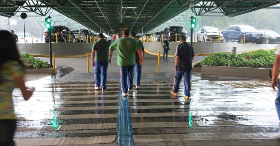 Seguranças do Palmeiras deixaram o aeroporto após aviso de que elenco sairia pela pista