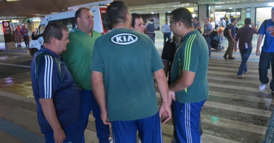 Seguranças do Palmeiras não tiveram trabalho em Cumbica após anúncio de que elenco sairia diretamente da pista