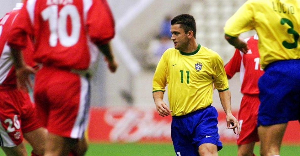 08.mar.2013 - Carlos Miguel domina a bola durante partida entre Brasil e Canadá pela Copa das Confederações de 2001