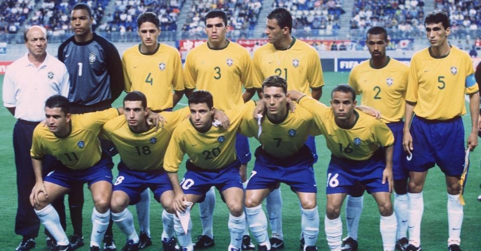 08.mar.2013 - Seleção brasileira que disputou a Copa das Confederações de 2001