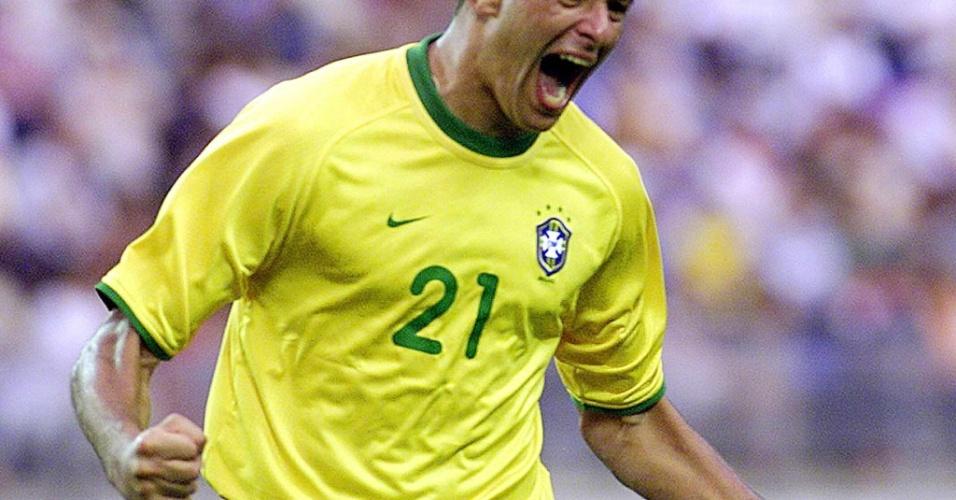 08.mar.2013 - Washington comemora gol da seleção brasilera contra Camarões pela Copa das Confederações de 2001