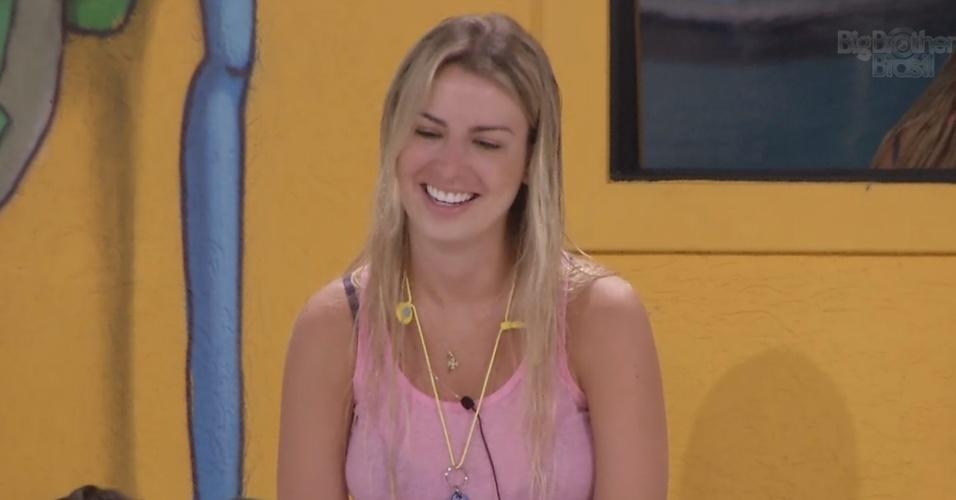 8.mar.2013 - Fernanda ri ao escutar Andressa contar sobre a busca pelas chaves da caixa surpresa