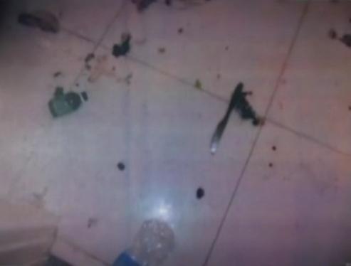 8.mar.2013 - No banheiro a polícia encontrou uma faca com pingos de sangue no chão
