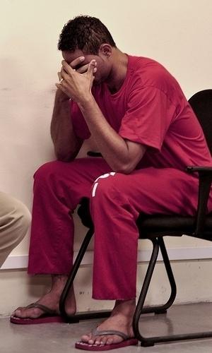 8.mar.2013 - O goleiro Bruno depõe durante sessão julgamento no Tribunal de Justiça de Contagem, em Minas Gerais, que acabou na madrugada desta sexta-feira (8). O goleiro foi condenado a 22 anos de prisão pela morte da ex-amante Eliza Samudio