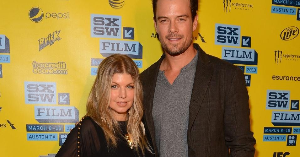 08.mar.2013 - A cantora Fergie, do Black Eyed Peas, acompanha o marido, Josh Duhamel, na exibição do filme