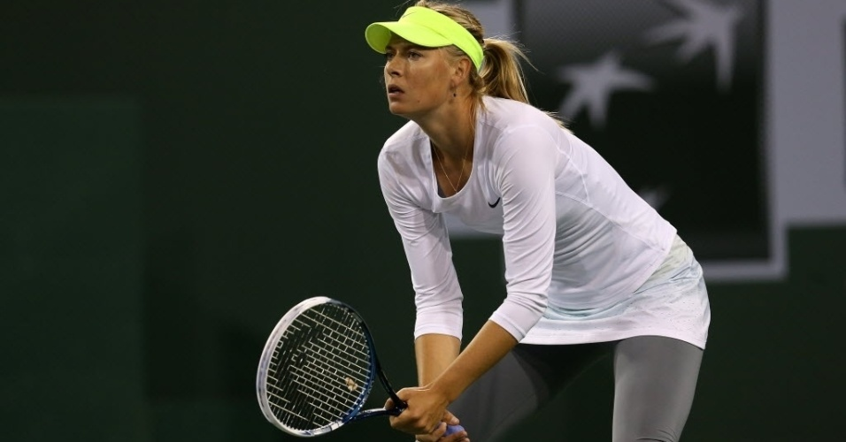 08.mar.2013 - Maria Sharapova jogou de calça legging e mangas compridas a partida contra Francesca Schiavone em Indian Wells