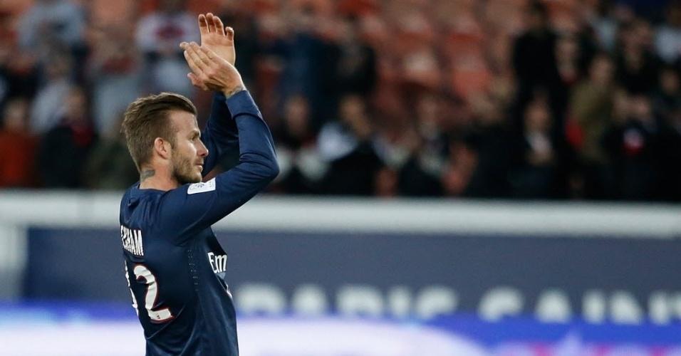 09.mar.2013 - David Beckham comemora com a torcida após a vitória do PSG de virada por 2 a 1 contra o Nancy, pelo Campeonato Francês