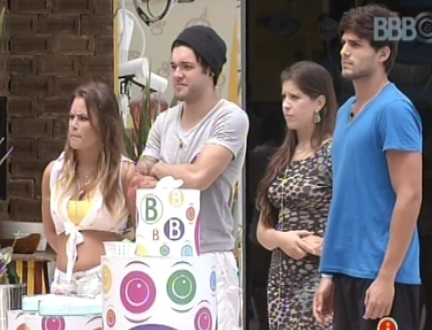 9.mar.2013 - Apenas quatro brothers disputam o anjo: Natlia, Nasser, Andressa e Andr