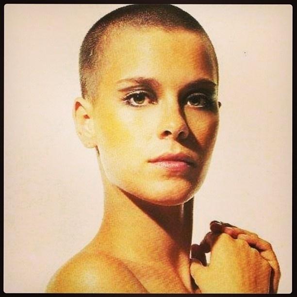 9.mar.2013 - Carolina Dieckmann publica foto antiga em que mostra sua cabeça raspada na época da novela