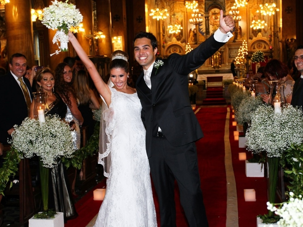 9.mar.2013 - Diego Bernardi, irmão da atriz Paloma Bernardi, se casou com Karina na Igreja Santuário do Sagrado Coração de Jesus, no bairro de Campos Elísios, em São Paulo