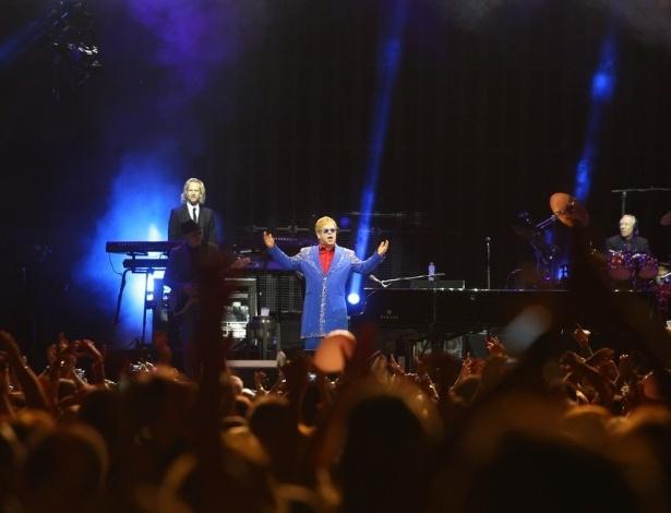 9.mar.2013 - Elton John apresentou o show da turnê