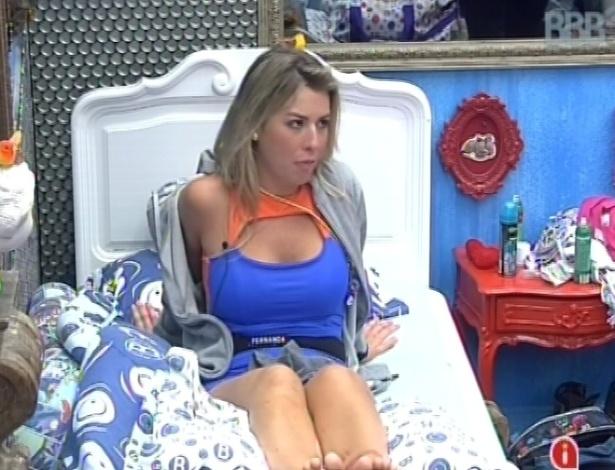 9.mar.2013 - Fernanda conversa com Kamilla sobre indicação ao paredão