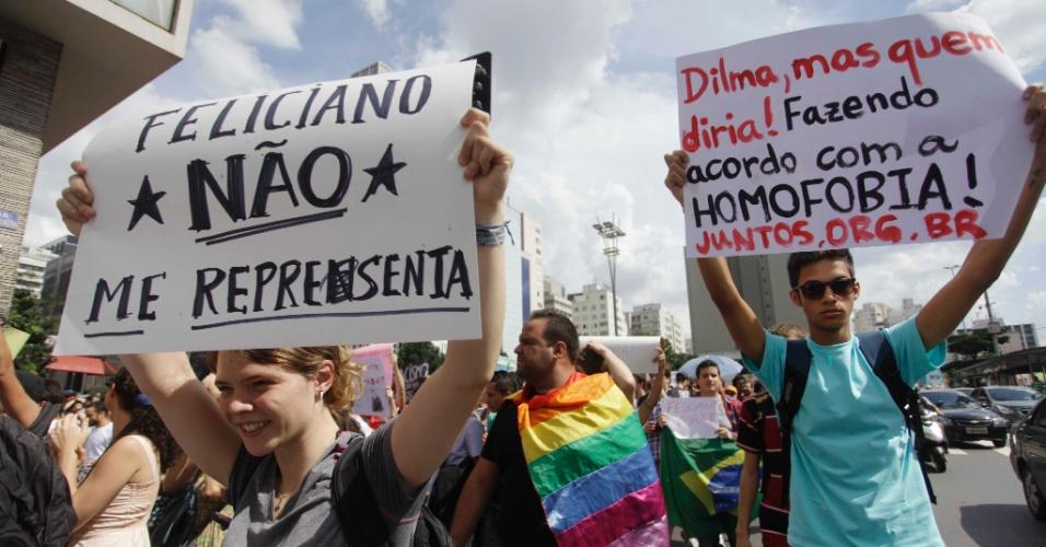 9.mar.2013 - Manifestantes caminham entre a avenida Paulista e a Rua da Consolação, em São Paulo, para protestar contra a eleição do pastor Marco Feliciano (PSC-SP) para a presidência da Comissão de Direitos Humanos e Minorias da Câmara dos Deputados