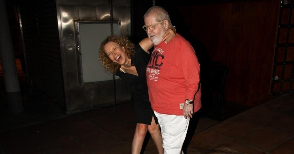 9.mar.2013 - Os apresentadores Jô Soares e Marília Gabriela são flagrados em saída para jantar no bairro dos Jardins, em São Paulo