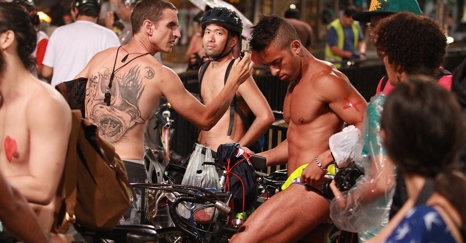 Ciclistas de São Paulo (SP) promovem na avenida Paulista a