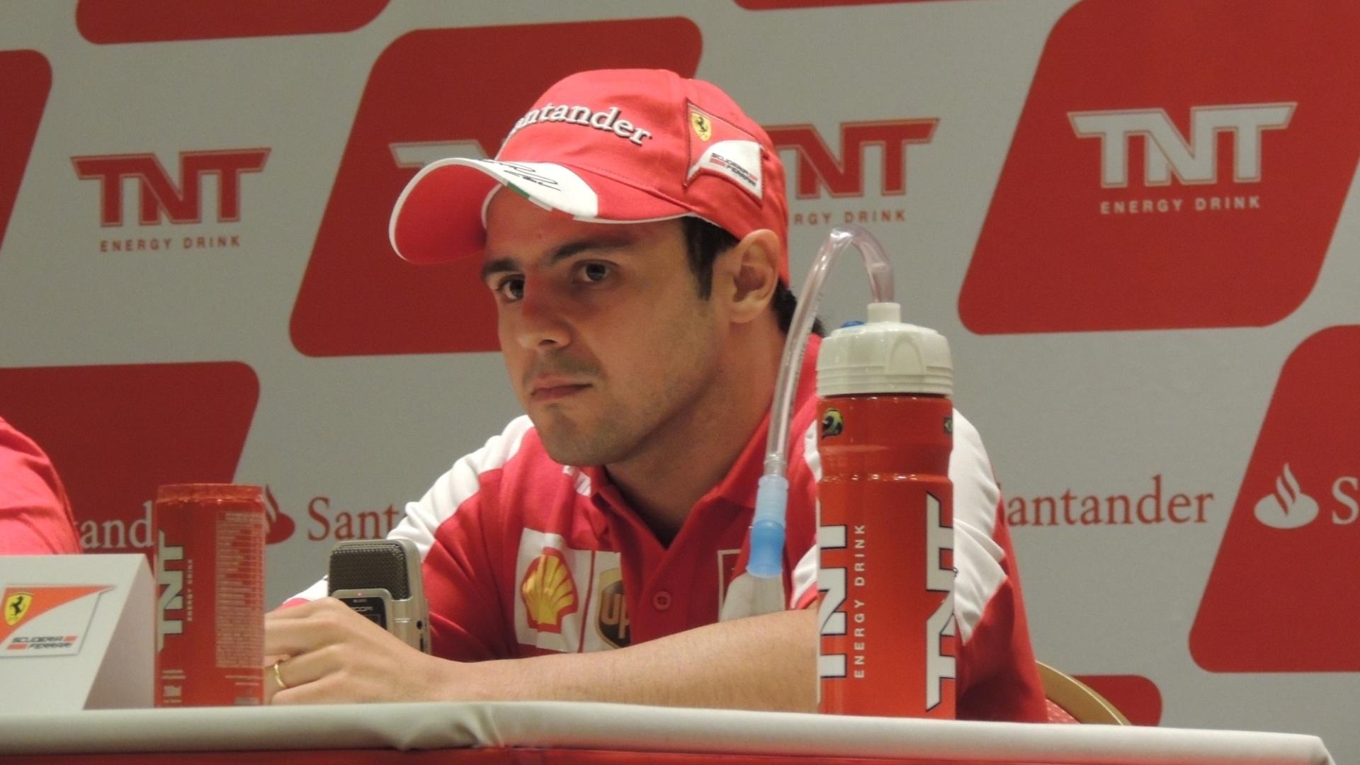 Felipe Massa, piloto da Ferrari, fala durante entrevista coletiva, neste sábado