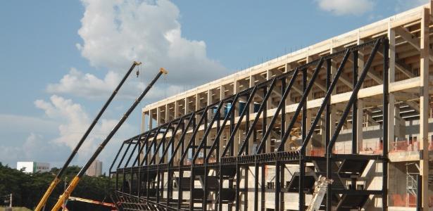 Uma das empresas da Arena Pantanal abandonou a obra acusando o consórcio responsável de calote