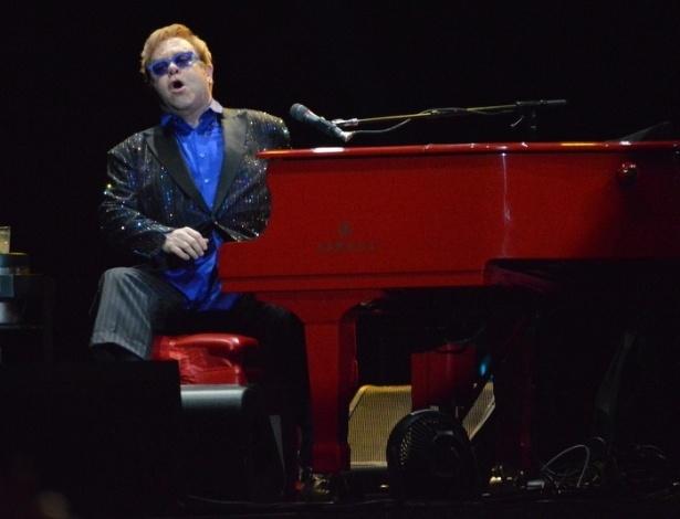10.mar.2013 - Elton John apresentou o show da turnê